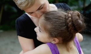 135-124009-mother-and-daughter-1447401658