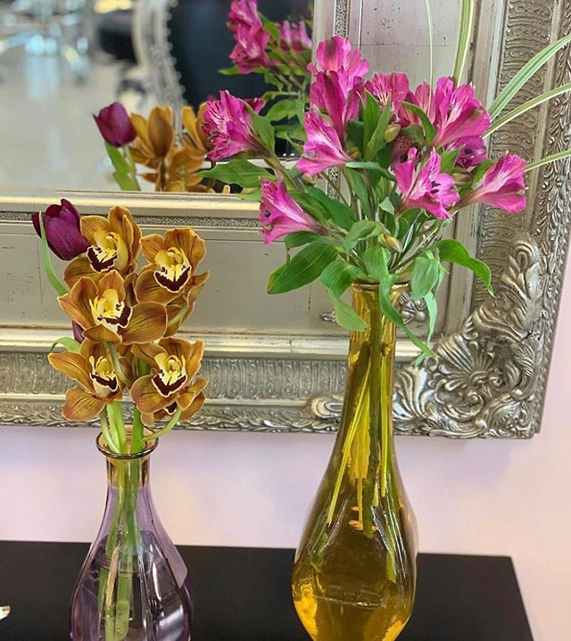 Beauty is in the details. Thank you @gpkflowers for giving us such warmth.✨ _________________ ⠀ Dafne Evangelista Beauty Lounge 3401 N Miami Ave #215 FL 33127 _________________ #dafnebeautylounge  #dafneevangelista