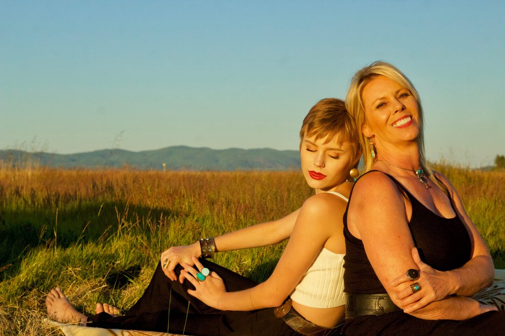 Meg and Sherry, spontaneous picnickers, photo by Eric Fiitzpatrick