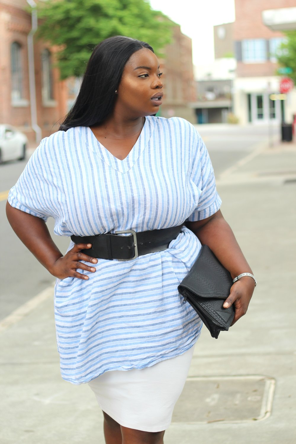 plus-size-melissa-mccarthy-striped-linen-tunic-dress-and-white-pencil-skirt-
