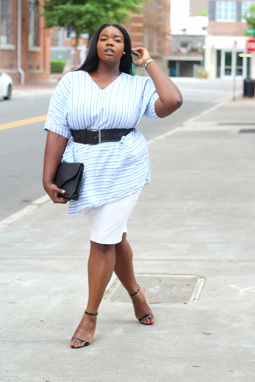 plus-size-melissa-mccarthy-striped-linen-tunic-dress-and-white-pencil-skirt-2