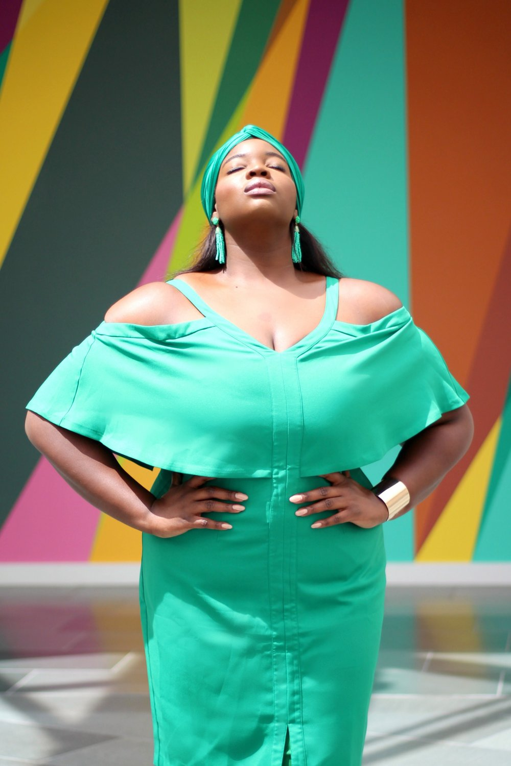 1. STAND OUT - Be that pop of color in a sea of grey and black this fall. Break your routine by wearing a bright color, like this Emerald green ensemble from Eloquii. If green is not your color, stand out from the crowd with other striking hues like yellow, red, or even a hot pink shade. Try it at least once, and if you like it...try it again!