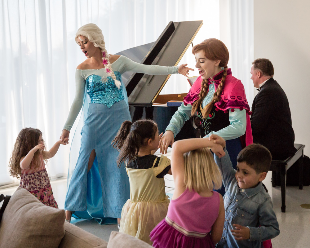 The Snow Queen + Princess leading a dance and sing-along to musical theatre classics, complete with classical pianist, at a 5th birthday party in Beverly Hills. Photo by Drongo Photo.