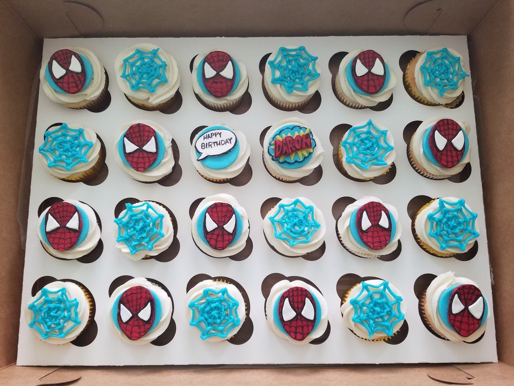 Spiderman cupcakes (candy clay).jpg