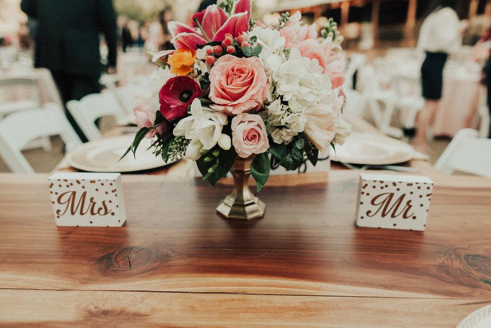 flowerstablesettingMrMrs.jpg