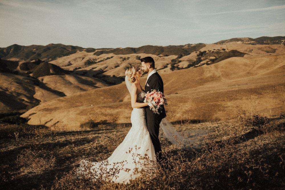 bridegroomkisshilsls.jpg