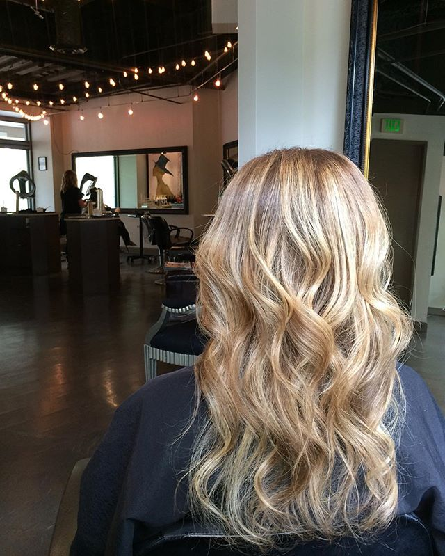 Balayage by Allison ✨ Style by Logan . . . . . . . . . . . . . . . #angelofblonde #americansalon #behindthechair #oribeobsessed #balayage #seattlehair #seattlesalon #seattlebalayage #seattleblonde #seattleblowout #seattle #marcotwounionsquare #highlights #seattlehighlights #seattlecolorist #seattlehairstylist #beachwaves #oribe #paintedhair  #blowout #seattleblowout