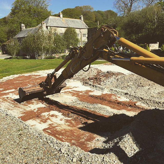 Digging digging digging... garden prep continues in earnest with a refurb of the marquee site! . . . . #PengennaManor #Pengenna #wedding #weddings #weddingvenue #events #eventsvenue #marqueevenue #barnvenue #historic #private #countryhouse #Wadebridge #Cornwall #UK #gettingmarried2018 #gettingmarried2019 #justengaged #gettingmarried #bridetobe #weddingplanning #bride #groom #bigboygardening #digger #jcb #gardening #marqueesite