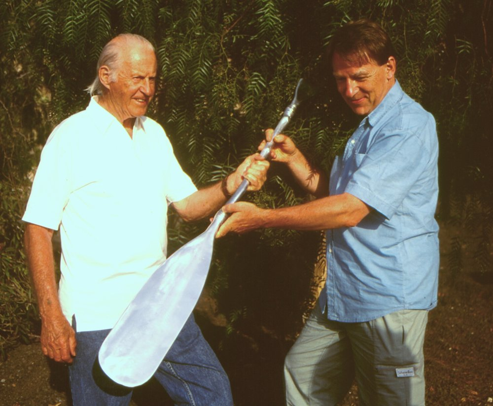 Thor Heyerdahl  was awarded  WIF´s Environmental Prize in 1994 . The paddle as a symbol of his progressive achievements was created by Norway¨s famous artist  Kjell Nupen .  Dr. Arne Fjørtoft , WIF¨s Secretary General handed over the prize.