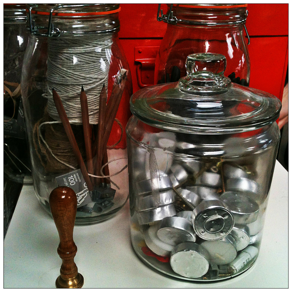 A little DIY inspo from the Folk office - jars as storage. The added bonus? Actually seeing where you left things ;)