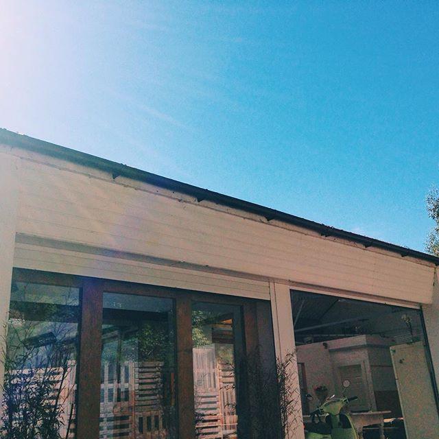 Clear blue skies ahead. Enjoy the long weekend ☀️💙