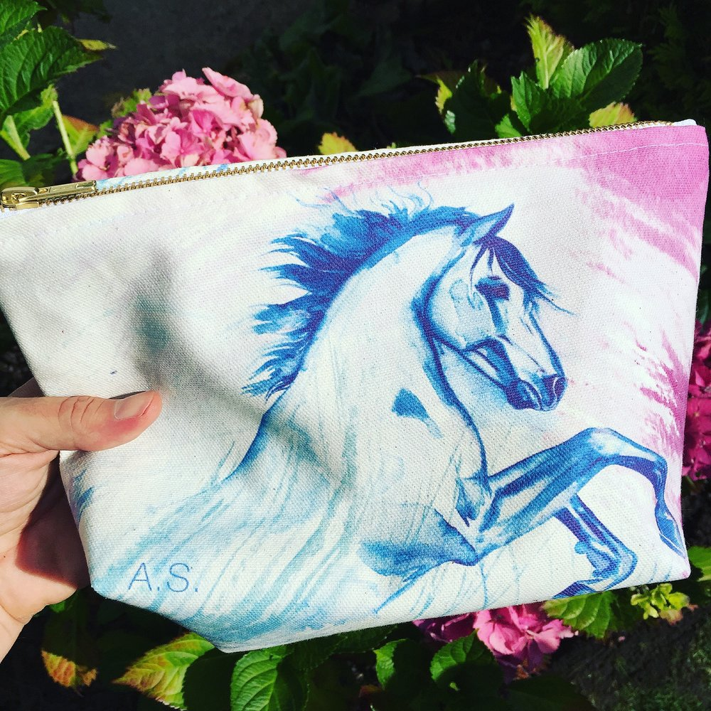 Rearing horse cosmetic bag in the garden
