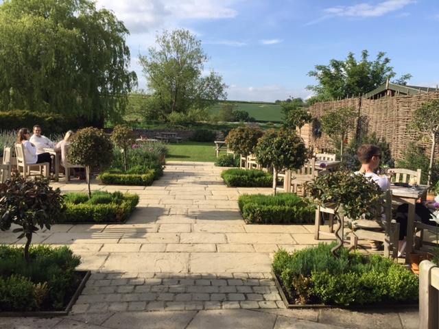 Maytime Inn Garden & View