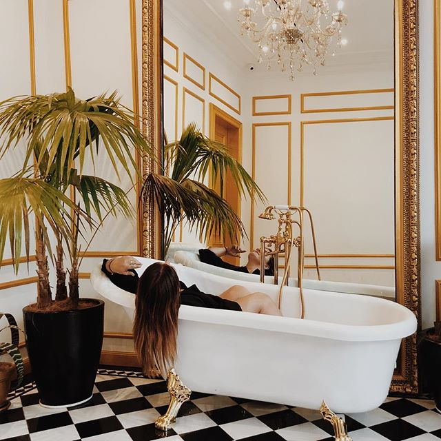 Is it possible to live in a bathroom? ✨