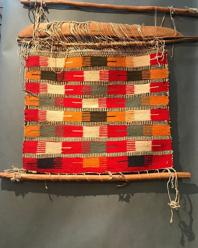 Seen today at the antique Native American show in Santa Fe- an 1890s Navajo piece with a warp comb pattern!#Navajo rug #weaving #beautiful handcrafts