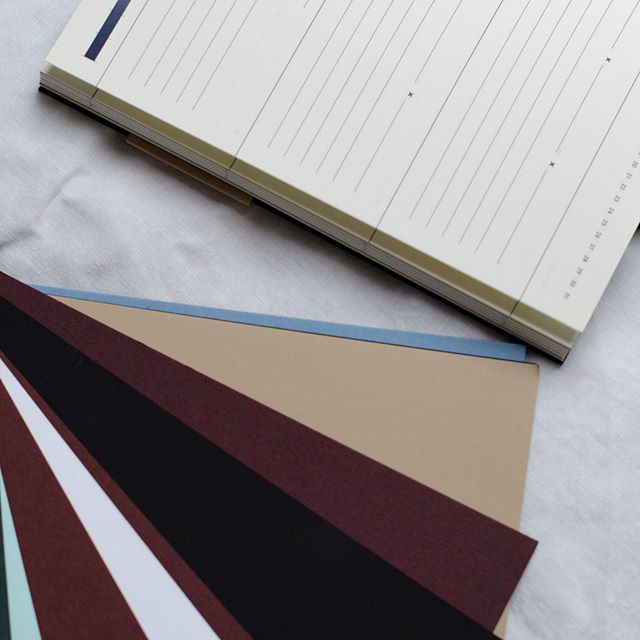 [papier]  J'adore concevoir des méthodes mais franchement imaginer un carnet, choisir les papiers, envisager des petits détails qui feront la différence .... Mais quel kif ! 🙏 de ce qui se prépare en ce moment  #papeterie #carnets #carnet #methodes #newbrand #madeinfrance #planner2019 #planneraddict #carnet #notebooktherapy #notebooks #journaling