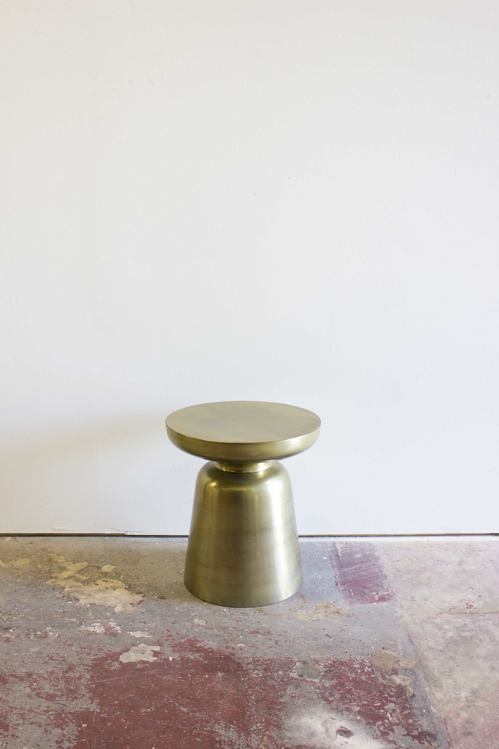 GOLD MARTINI ACCENT TABLE