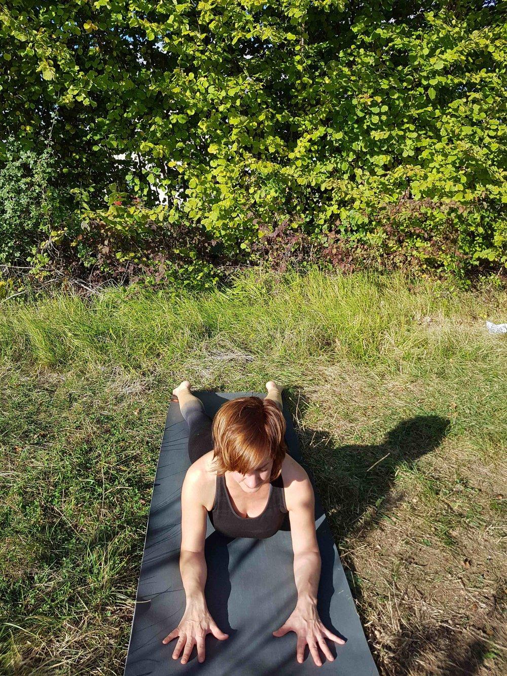 - Posture du Sphinx BHUJANGASANA pendant 10 respirations