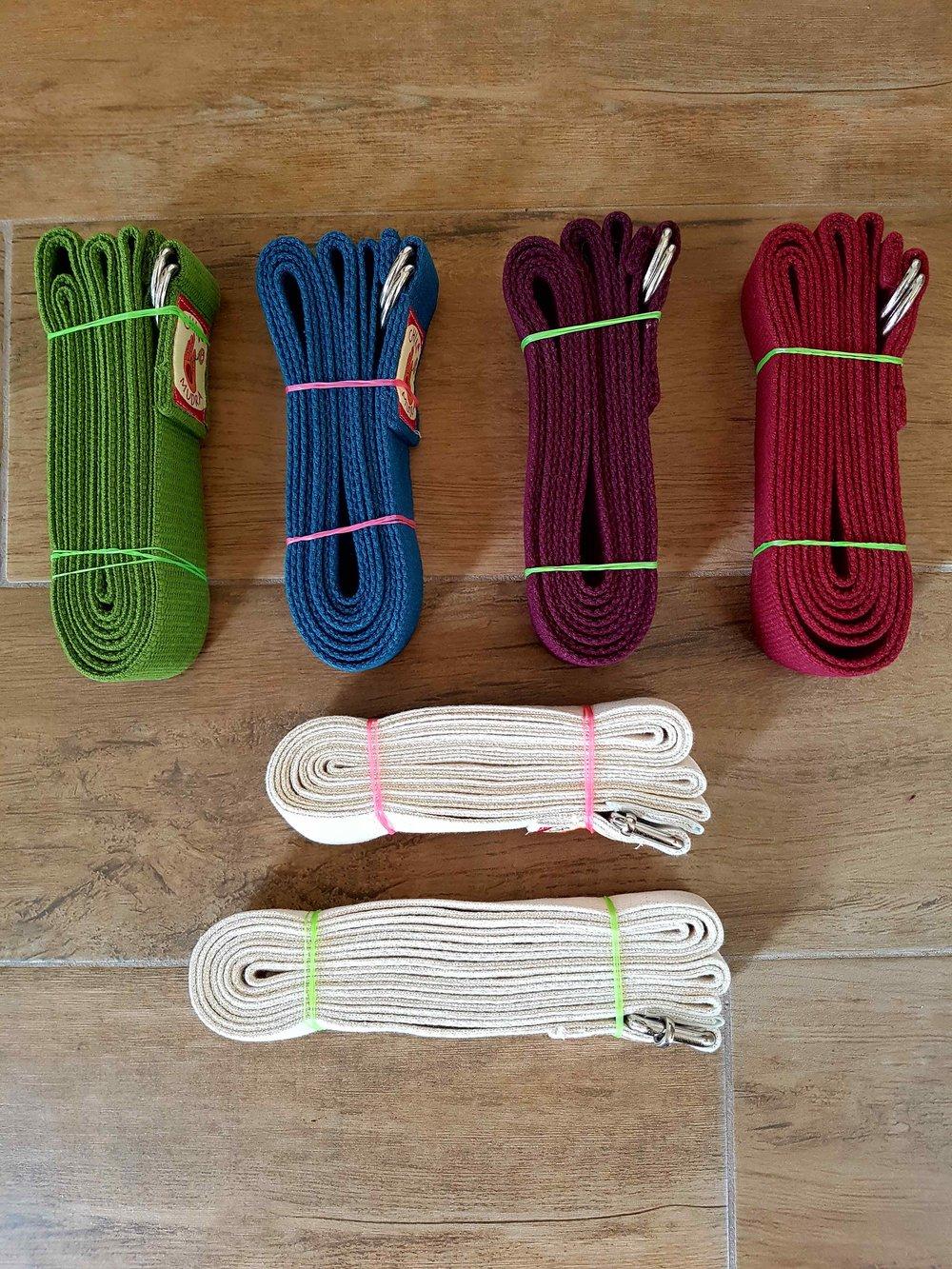 Sangles à boucle - Sangle de yoga 13€ TTC100% coton issu de l'agriculture biologique certifié par SKAL* de haute qualité, permet une prise vigoureuse. Cette sangle de yoga se boucle et s'ajuste facilement.vert bambou / bleu lagon / bordeaux / prune / écrue 250 cm de longécrue XL 300cm de long