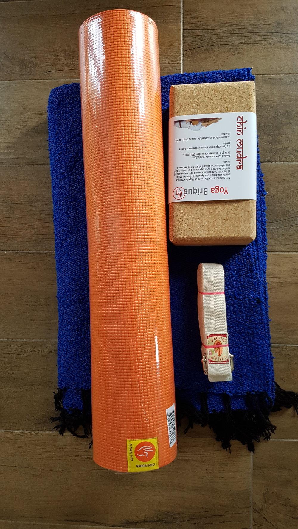 Kit Orange Bleu - 1 tapis confort orange + 1 bloc liège + 1 sangle écrue + 1 couverture épaisse deluxe bleu électrique : 89€TTC