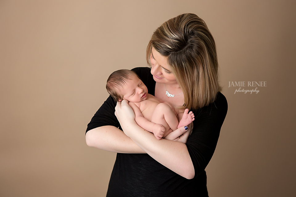 Mommy And Newborn Photo Idea Waverly Ohio Sessionnbsp