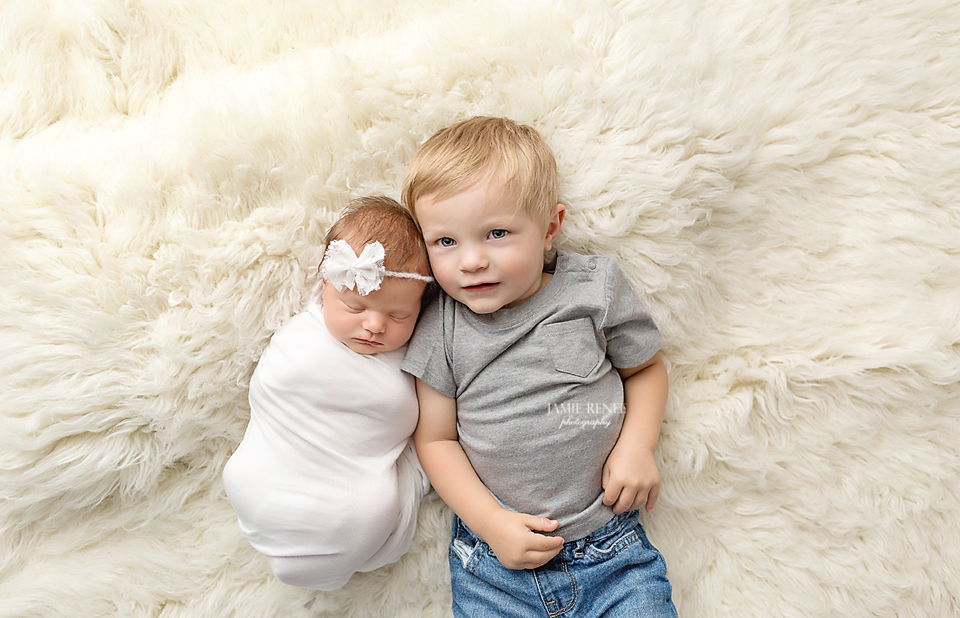 Newborn sibling photo idea chillicothe ohio newborn photography family newborn pose ideas piketon