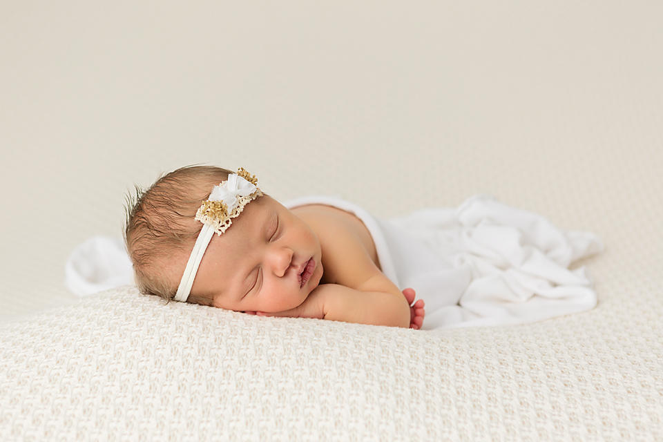 Simple newborn photo white and cream newborn photo jamie renee photography photography studio