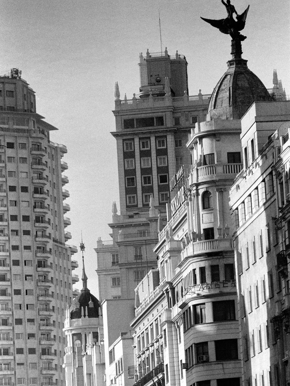 Gran Vía, vista desde Callao con la plaza de España al fondo  Madrid
