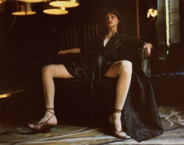 Vestido de  MIU MIU  y sandalias de  NINA RICCI .