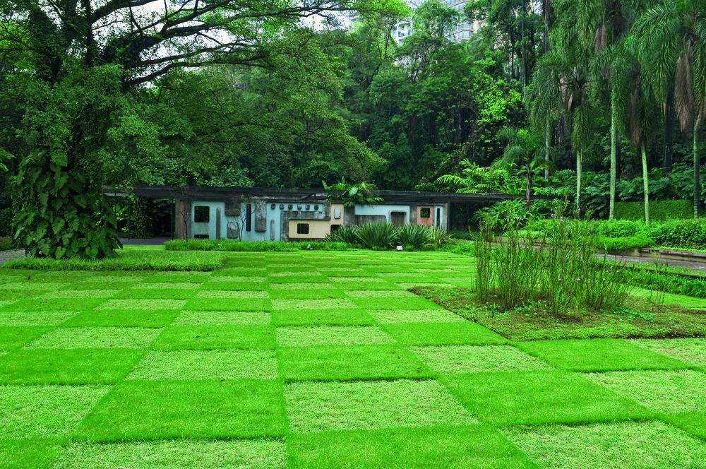 Jardines de la antigua residencia de Francisco Pignatari, ahora Parque Burle Marx, São Paulo, 1956. Fotografía de Cesar Barreto.