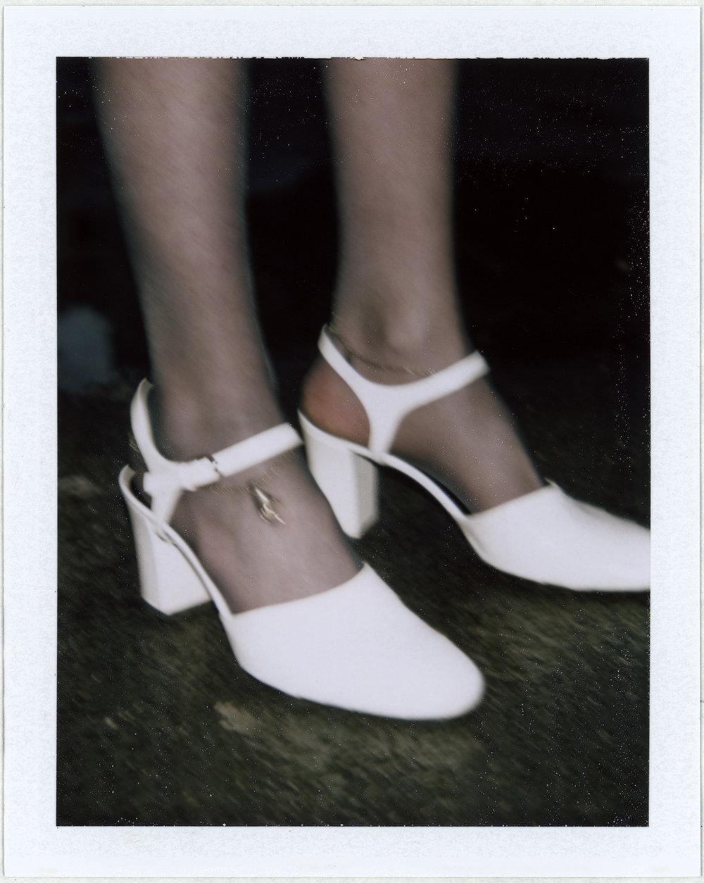 Zapato de JIL SANDER y brazalete de LADY GREY