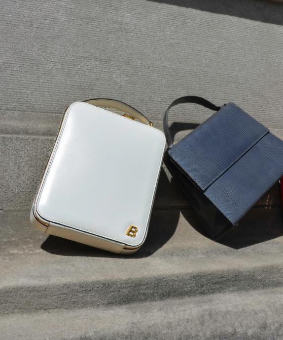 De izquierda a derecha: bolso de BALLY, bolso de HUNTING SEASON.