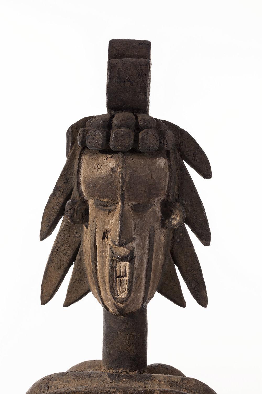 IGBO, NIGERIA,  detalle de máscara. Madera y pigmento, 49,3 x 16 x 10, fotografía de Andrea Rosetti, cortesía Peres Projects, Berlín.