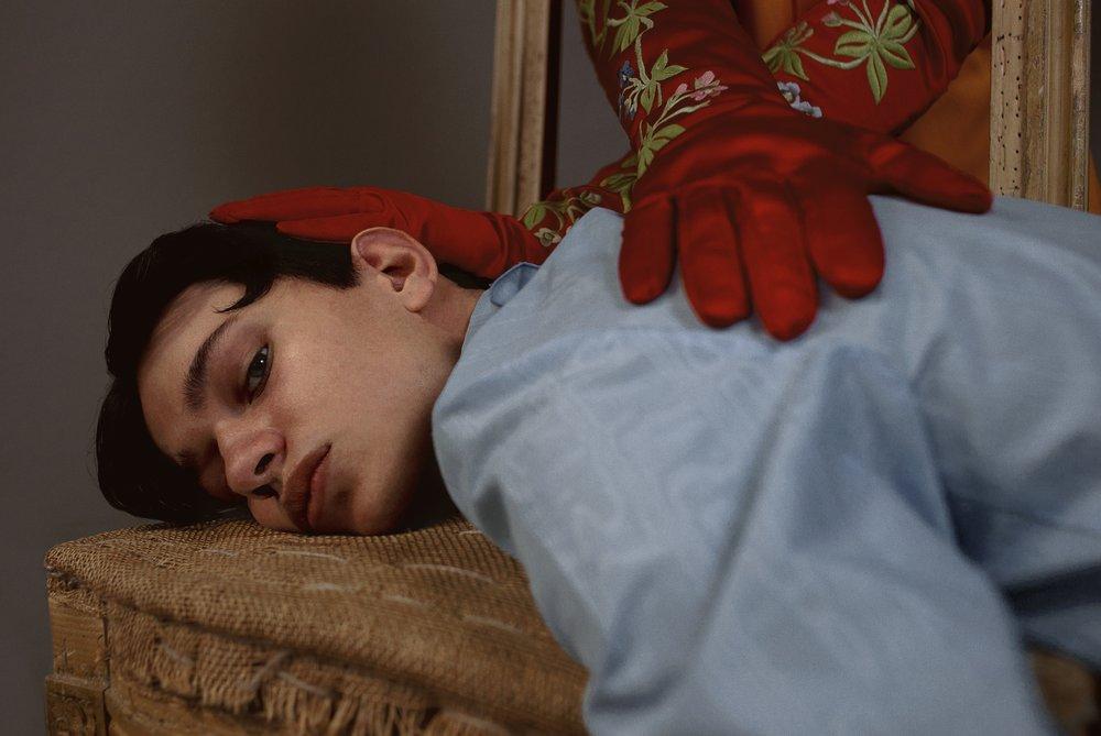 Nicolás viste camisa de  PALOMO SPAIN  y Lucas, guantes también de  PALOMO SPAIN.