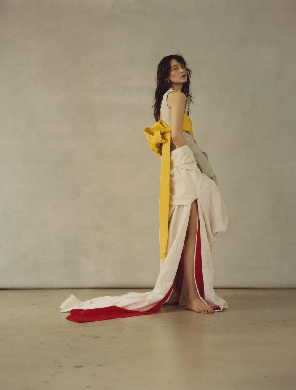 Top y falda de RICK OWENS, pendiente de ANA KHOURI, cadena de JADE TRAU y collar de LADY GREY.