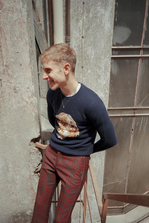 Suéter y pantalones de COACH.