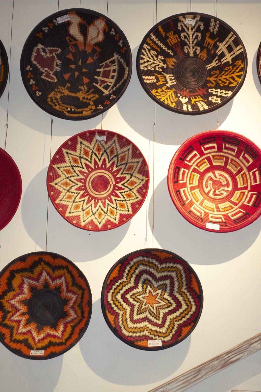 Platos de palma werrengue hechos en Colombia disponibles en  CASA CHIQUI.