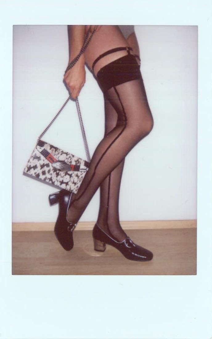 Medias de  MARIKA VERA, bolso y zapatos de  GUCCI.