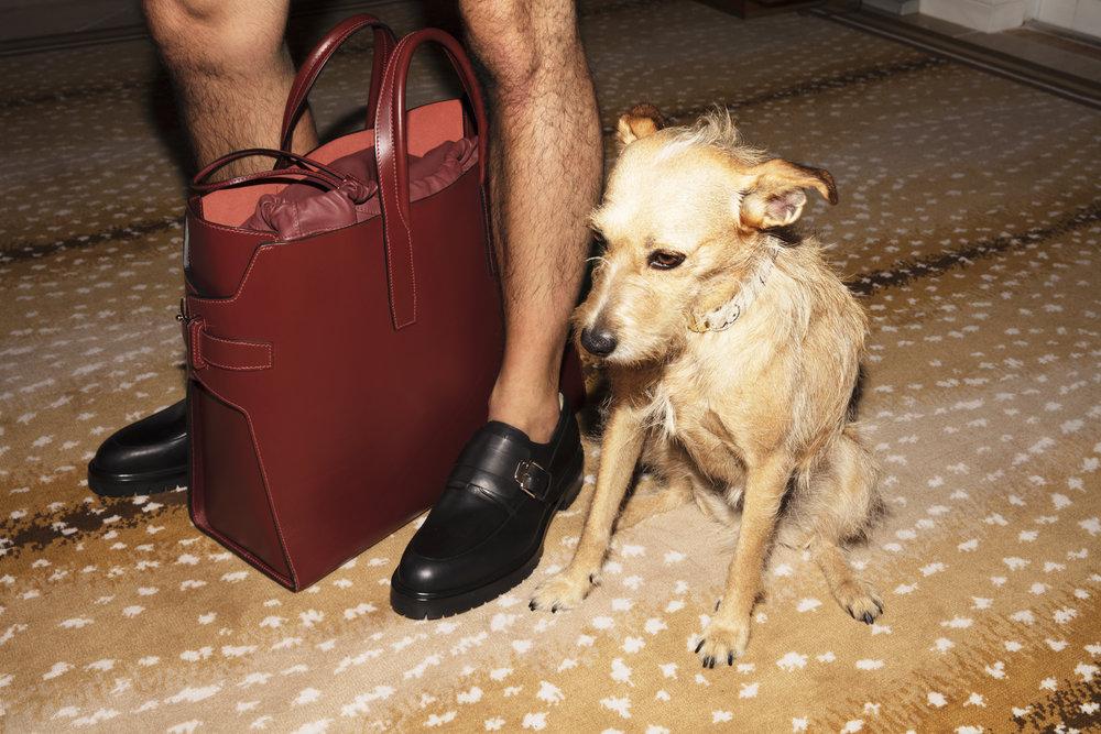 Bolso de viaje y zapatos de  HERMÉS .