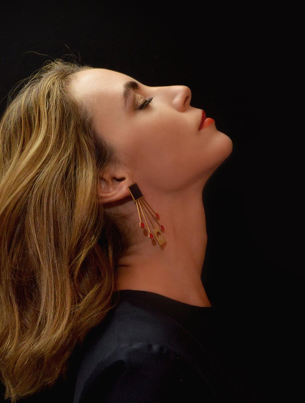 Laura Lis con sus joyas