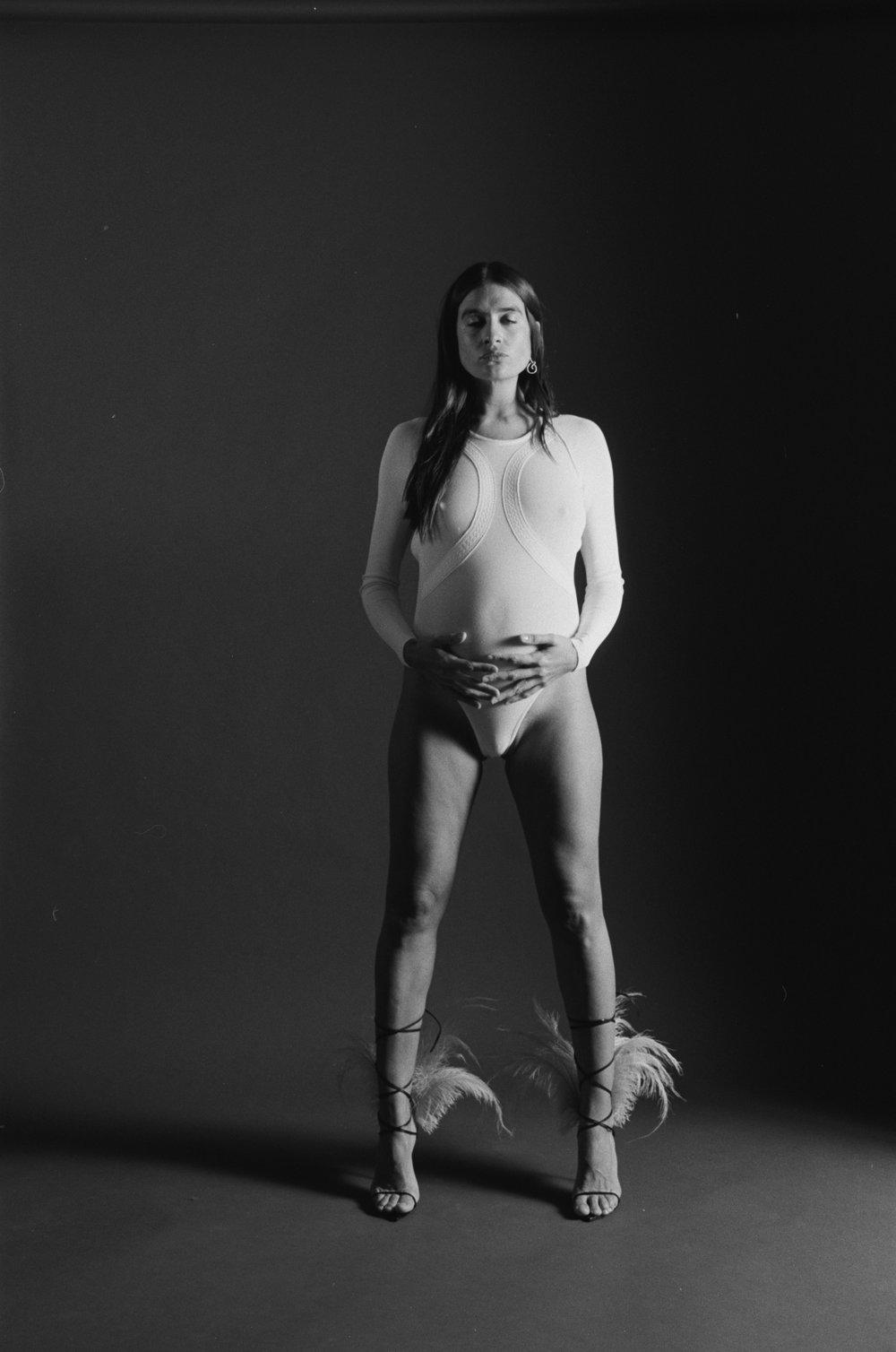 Mono de  ROBERTO CAVALLI  y sandalias de  SAINT LAURENT
