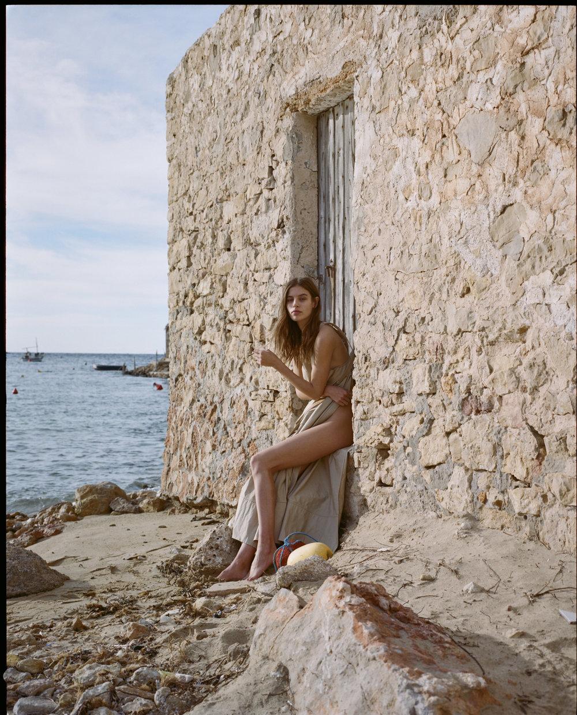 Marta con vestido de  LOEWE .