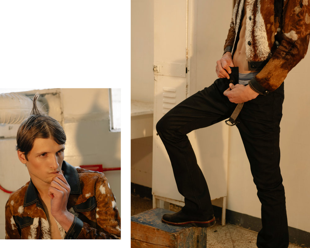 Pantalón y cinturón de  SAINT LAURENT  y chaqueta de  JOSÉ SÁNCHEZ .