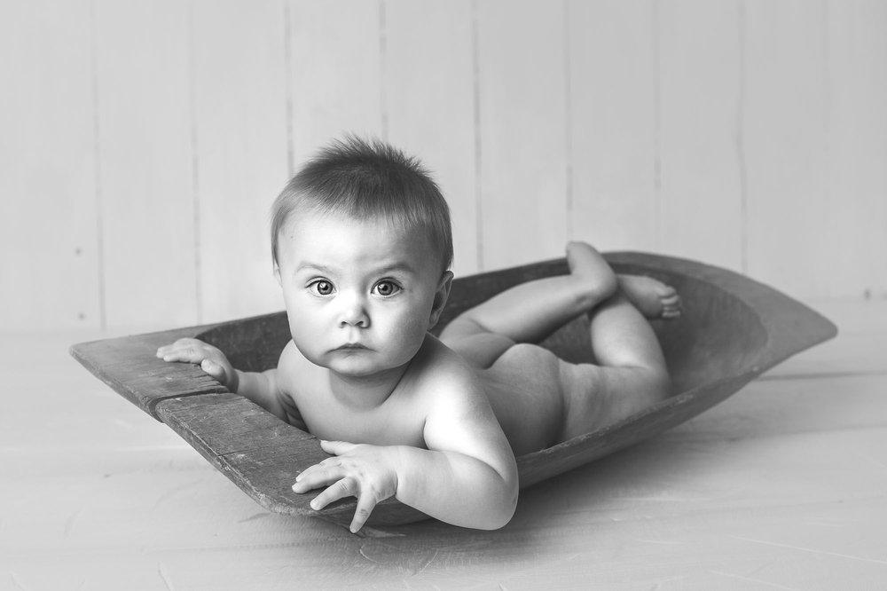newbornphotographermadisonbornarchivalco_02.jpg