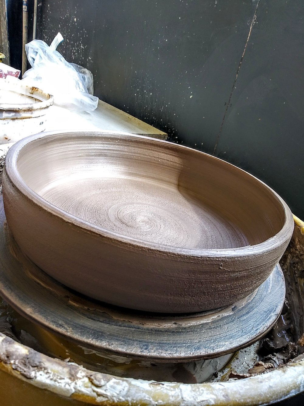 Little Clay Studio's bowls are food safe and generous in size for serving entrees in at parties, or for a special addition to meal times. Gorgeous, simplistic, painterly, modern, and minimalist. Anthropologie, Madewell, Domino Magazine, and Kinfolk inspired.