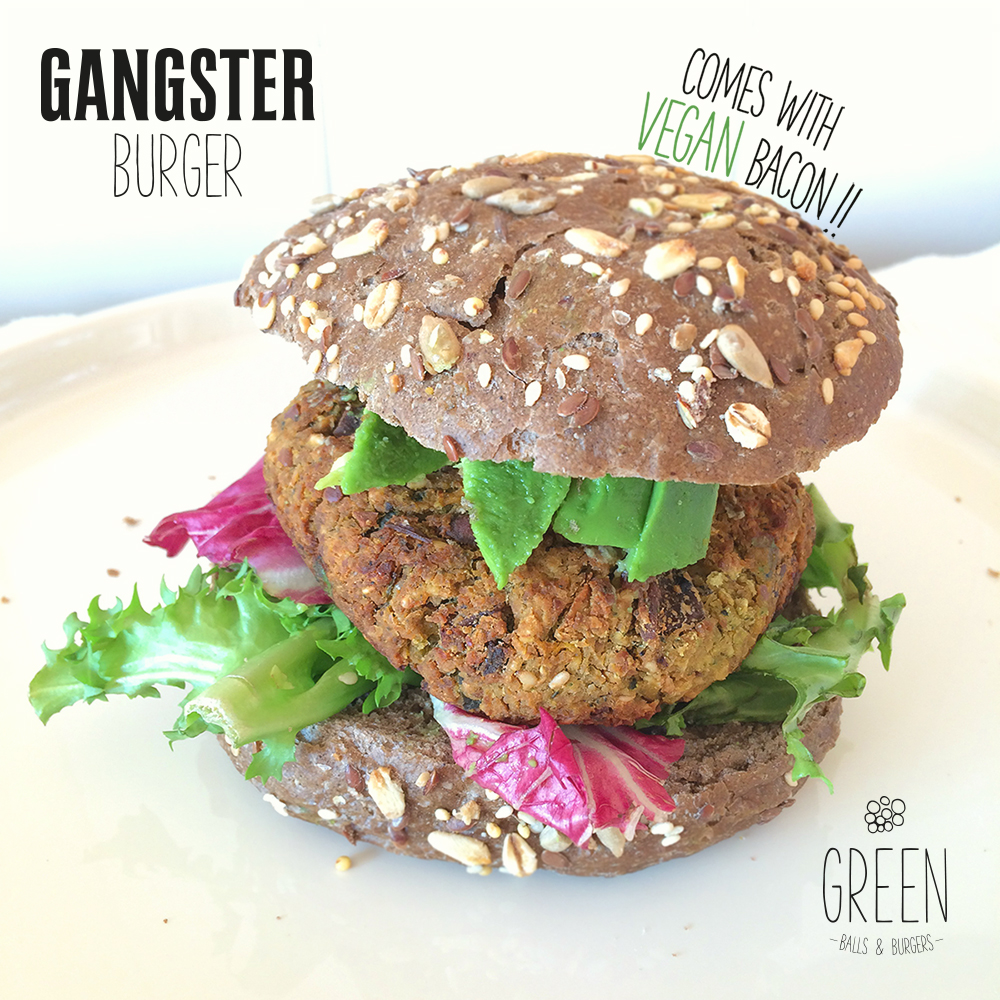 GANGSTER Burger  Grão de Bico + Cogumelo  Chikpeas, broccoli, mushroom based burger, with a lot of attitude full of garlic and a whole bunch of other cool stuff.