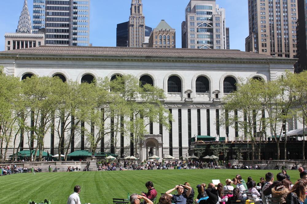 Meu lugar favorito em NY: o Bryant Park e logo atrás a Biblioteca. :)