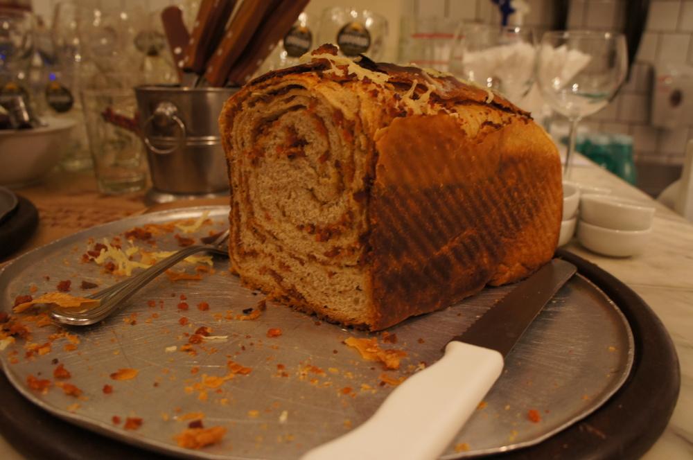 Detalhe do pão de calabresa. Uma ótima entrada quando você está com mais fome.