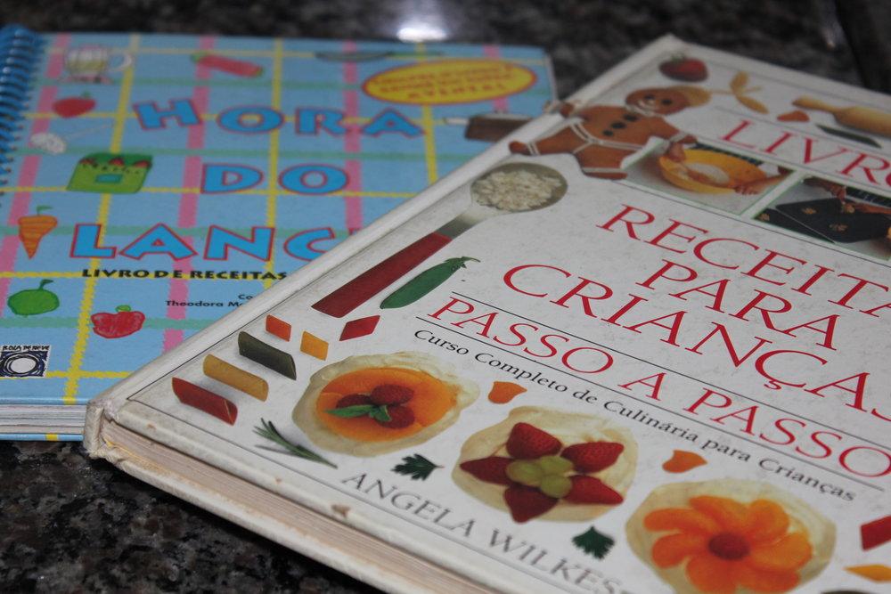 Meus dois livros de culinária para crianças! :) Muito amor por eles.