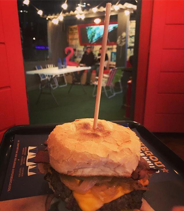 Quem disse que SP não tem um speakeasy? Não dá pra explicar, tem que vir :) #spnights #mandolinablog #mandolina #burgerlover #speakeasy